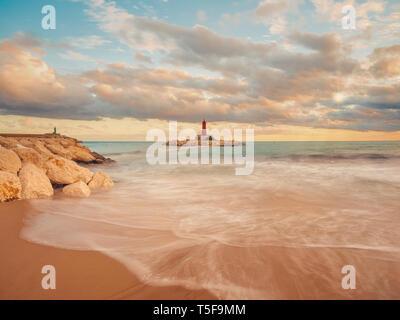 Rayos de sol en el faro o Villajoyosa Alicante España