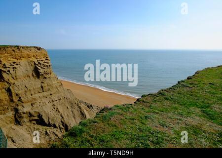 Vista de la Bahía de Chale desde la parte superior de Ballena Chine, la Isla de Wight, Reino Unido.