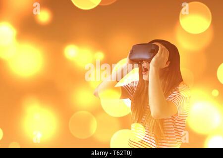 La mujer con gafas de realidad virtual. La tecnología del futuro concepto. La moderna tecnología de diagnóstico por imagen.