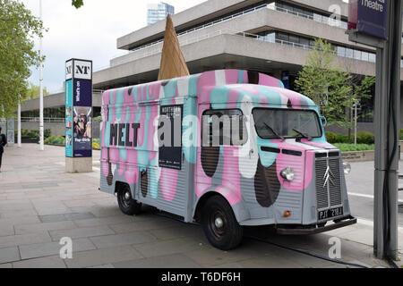 Mobile ice cream van, South Bank, Londres, abril de 2019