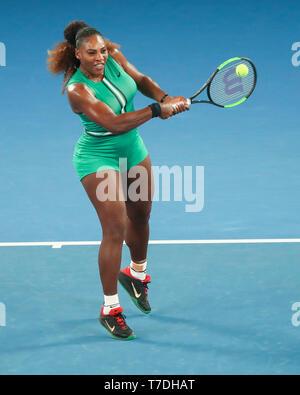 La tenista estadounidense Serena Williams jugando escrito shot en el Abierto de Australia 2019, torneo de tenis de Melbourne Park, Melbourne, Victoria, Australia