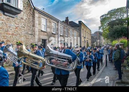 Helston, Cornualles, en el Reino Unido. 8 de mayo de 2019. Flora Helston día festival anual de primavera. Visto aquí la banda tocando la Flora de la danza, que se transmite a través de la generación de bandsmen y no ha sido transcrito. Simon crédito Maycock / Alamy Live News.