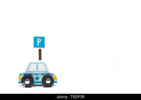 Aprenda a conducir los coches y signos sobre fondo blanco.Obtenga la licencia de conducir. Propósito para verano. licencia de conductor las normas de circulación de tráfico.