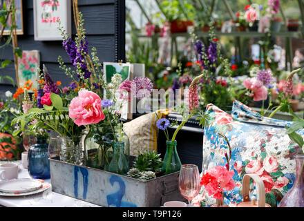 Londres, Reino Unido. 20 de mayo de 2019. Las flores están en exhibición en el Royal Horticultural Society (RHS) Chelsea Flower Show día de la prensa en Londres, Gran Bretaña el 20 de mayo de 2019. La tasa anual de RHS Chelsea Flower Show se abrirá al público aquí del 21 al 25 de mayo. Crédito: Yan Han/Xinhua/Alamy Live News Foto de stock
