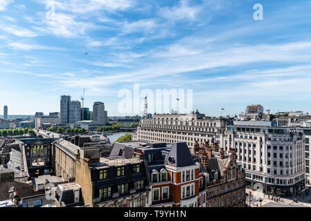 Londres, Reino Unido - 14 de mayo de 2019: el paisaje urbano de Londres. Un alto ángulo de ver un día soleado Foto de stock