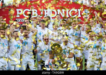 Pula, Croacia. 22 de mayo de 2019. Team Rijeka celebrar después de derrotar al Dinamo Zagreb en la final de la Copa de fútbol croata 2018-19 en el aldo Drosina Stadium en Pula, Croacia, 22 de mayo de 2019. Rijeka ganó 3-1. Crédito: Nel Pavletic/Xinhua/Alamy Live News