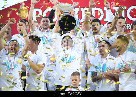 Pula, Croacia. 22 de mayo de 2019. Team Rijeka celebrar después de derrotar al Dinamo Zagreb en la final de la Copa de fútbol croata 2018-19 en el aldo Drosina Stadium en Pula, Croacia, 22 de mayo de 2019. Rijeka ganó 3-1. Crédito: Igor Kralj/Xinhua/Alamy Live News