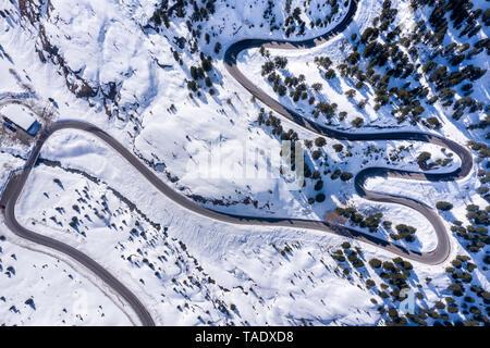Austria, Tirol Kaunertal, glacier road en invierno, vista aérea