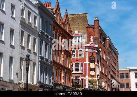 Londres, Reino Unido - 14 de mayo de 2019: vista de la calle en Covent Garden, Londres, Gran Bretaña. Foto de stock
