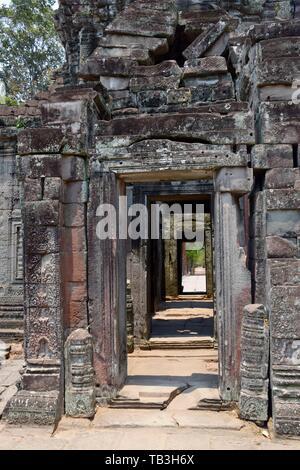 Puertas en el templo de Angkor Wat. En Siem Reap, Camboya.