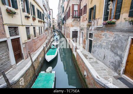 Venecia, Véneto, Italia: Paisaje urbano en una mañana de invierno. Barrio de Dorsoduro.