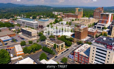 Vista aérea de la ciudad de Asheville, NC, EE.UU.