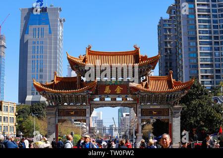 Los edificios en el centro de Kunming. Yunnan, China - Noviembre de 2018,