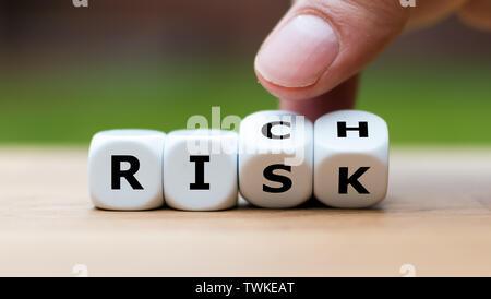 Tomar un riesgo y enriquecen el concepto. La mano se convierte dados y cambia la palabra 'riesgo' a 'ricos'.