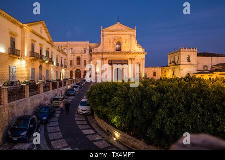 Sicilia, Noto, Iglesia seminario obispal y Chiesa di Santa Chiara