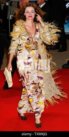 La actriz francesa Marine Delterme llega a la alfombra roja ante un homenaje al actor Michael Douglas en la apertura del 33º Festival de Cine Americano de Deauville en Deauville, Francia el 31 de agosto de 2007. (UPI foto/David Silpa)