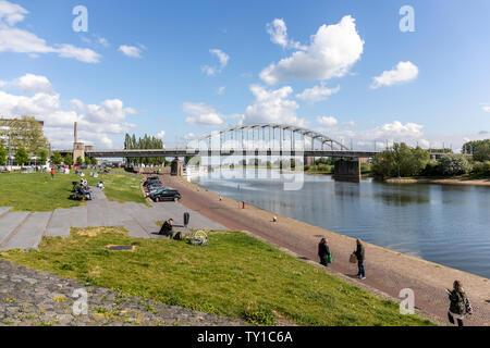 El puente John Frost, Arnhem. (John Frostbrug en holandés), que lleva el nombre del comandante que capturaron el puente en la operación Market Garden WWII