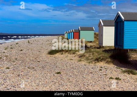 Coloridas casetas de playa, Findhorn (Escocia, Reino Unido)
