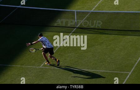 Devonshire Park, Eastbourne, Reino Unido. El 26 de junio, 2019. Nature Valley torneo de tenis internacional; Kyle Edmund (GBR) desempeña un disparo de revés en su partido contra Cameron Norrie (GBR) Crédito: Además de los deportes de acción/Alamy Live News