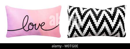 Algodón almohada aislado sobre fondo blanco con trazado de recorte para la ropa de cama de diseño. Cerca de suaves y cómodos Zigzag en blanco y negro, rosado y morado Foto de stock