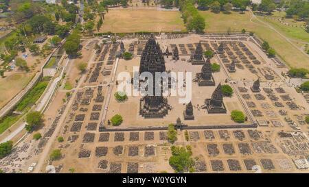 Vista aérea del templo hindú de Prambanan Candi en Indonesia de Yogyakarta, en Java. Rara Jonggrang complejo de templos hindúes. Edificio religioso tall y señaló la arquitectura monumental arquitectura antigua, paredes de piedra talladas.