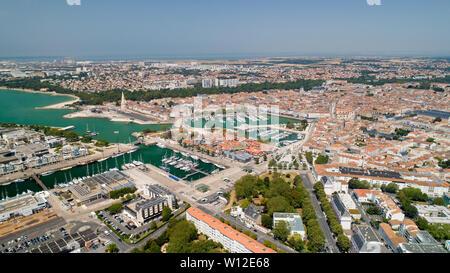 La fotografía aérea de la ciudad de La Rochelle Charente Maritime