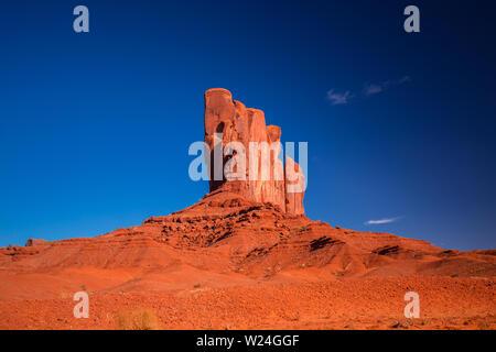Monument Valley. Navajo Tribal Park. Rocas rojas y las montañas. Situado en la frontera entre Arizona y Utah. Ee.Uu.. Foto de stock