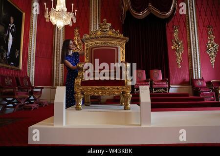 El Palacio de la Reina Victoria en el verano la apertura del Palacio de Buckingham .la apertura de 20 de julio de 2019 . En el Palacio de Buckingham Londres Reino Unido .. Foto de stock