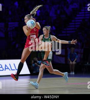 Chelsea Pitman (ENG) en acción durante la vitalidad Netball World Cup 2019 a M&S Bank Arena Liverpool Reino Unido el 18 de julio de 2019. GlennSports.
