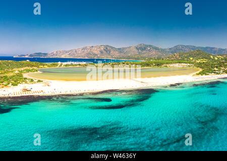 Playa Porto Giunco, Villasimius, Cerdeña, Italia. Cerdeña es la segunda isla más grande del Mar Mediterráneo.