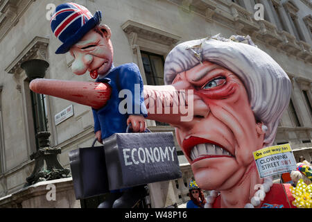 Días antes de que el nuevo líder del Partido Conservador y próximo Primer Ministro del Reino Unido es elegido por sus miembros (y se espera que sea Boris Johnson), el último fin de semana de mayo la fallida Brexit Teresa de la Unión Europea experimentó un cambio de marcha para protestar con pro-UE Remainers marchando por la capital para exigir un fin a Brexit y no a un PM Johnson, el 20 de julio de 2019, en Londres, Inglaterra. Foto de stock