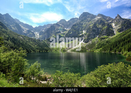 Lago de montaña en Tatras, en Polonia, Europa