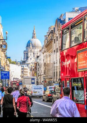 Fleet Street, con vistas de la Catedral de San Pablo. Londres, Inglaterra, Reino Unido.