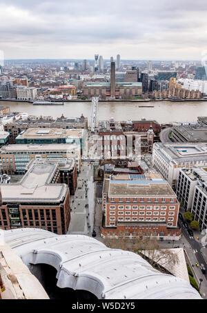 Vista hacia el sur a través del río Támesis desde la cúpula de la Catedral de San Pablo, Londres