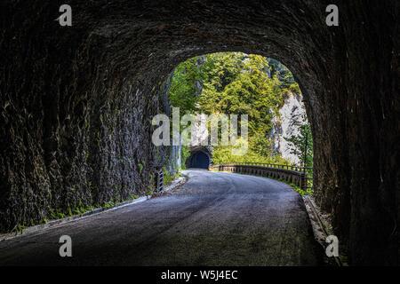 Italia Friuli Val Cellina Barcis - camino viejo de la Valcellina - Parque Natural de la Dolomiti Friulane