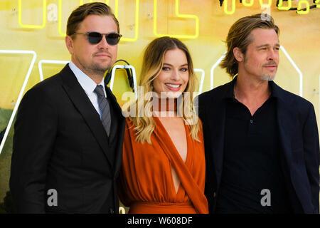 LUXE Odeon Leicester Square, Londres, Reino Unido. El 30 de julio de 2019. Leonardo DiCaprio, Margot Robbie y Brad Pitt posa en la alfombra blanca en Érase una vez... En el Reino Unido estreno de Hollywood. xx xx de detalles. Foto por Julie Edwards./Alamy Live News