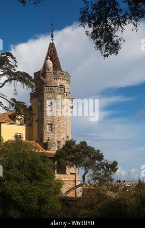 Condes de Castro Guimaraes Musem, anteriormente conocida como la Torre de S. Sebastião (Torre de San Sebastián) en Cascais, Portugal
