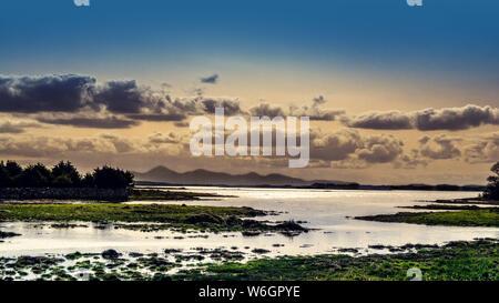 Las Montañas de Mourne visto en Strangford Lough cerca Kircubbin, Condado de Down, Irlanda del Norte