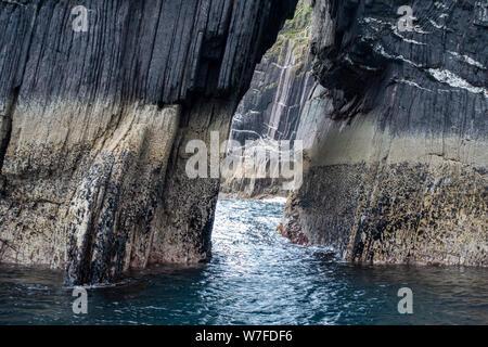 Arco del mar visto desde el barco - La península Dingle, Condado de Kerry, República de Irlanda