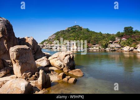 Pequeño bungalow resort Ngoc Suong, en Cam Ranh Bay,el mar del sur de china, Nha Trang, Vietnam, Asia, 30074707