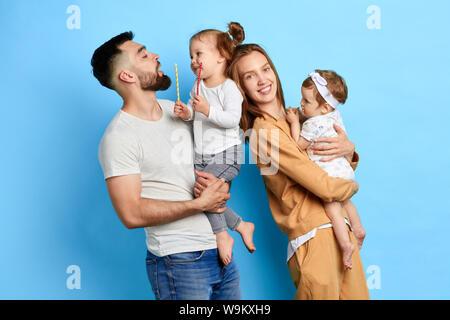 Familia agradable tener buenas relaciones entre cada uno de ellos. cerrar foto