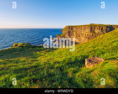 Atardecer de verano Giants Causeway costa,Irlanda del Norte