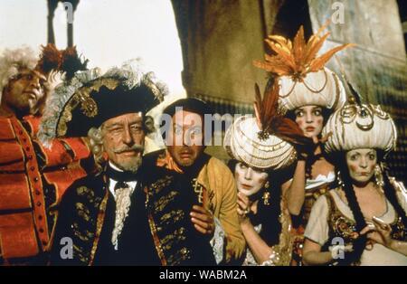 """Studio publicidad todavía de """"Las aventuras del barón Munchausen' John Neville, Eric Idle, © 1988 Columbia Archivo de referencia # 33848-523THA"""