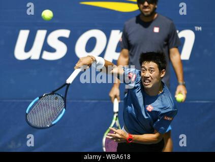 Nueva York, Estados Unidos. El 25 de agosto de 2019. Kei Nishikori del Japón trenes en Nueva York el 25 de agosto de 2019, por delante del torneo de tenis del Abierto de Estados Unidos a partir del día siguiente. (Kyodo)==Kyodo Photo credit: via Newscom/Alamy Live News