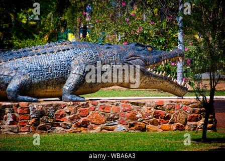 Reconstrucción del tamaño de la vida del mayor estuario autenticado (Crocodylus porosus).), Normanton, País del Golfo, Queensland, Australia