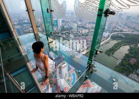 Vista aérea de la ciudad de Hanoi central de Lotte Tower observation deck, Hanoi, Vietnam.