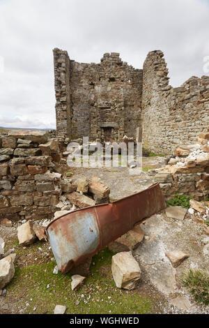 Las ruinas abandonadas de Crackpot Hall & bañera, cerca de Keld, con vistas al río y Swale Kisdon Gorge, Swaledale, Yorkshire Dales National Park, REINO UNIDO
