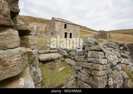 Las ruinas abandonadas de Crackpot Hall, cerca de Keld, con vistas al río y Swale Kisdon Gorge, Swaledale, Yorkshire Dales National Park, REINO UNIDO