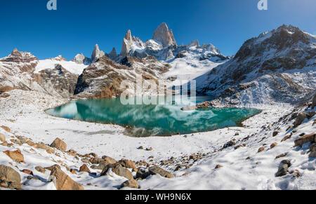 Monte Fitz Roy pasando de el Lago de los Tres, el Parque Nacional Los Glaciares, declarado Patrimonio de la Humanidad por la UNESCO, El Chalten, Patagonia Argentina, Sudamérica Foto de stock