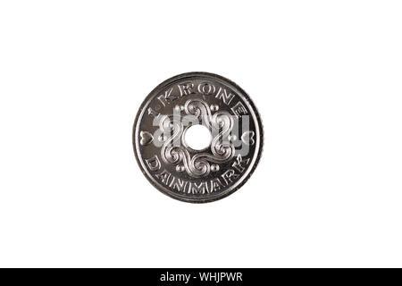 Una de plata, una corona danesa coin recortadas sobre un fondo blanco, limpio en el aislamiento. Rodada en cerca de macro.